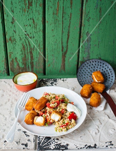 Bulgur salad with fried sheep's cheese and a dip