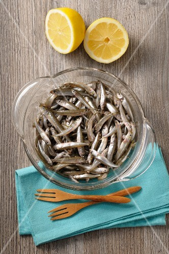 Mini anchovies and a lemon