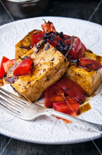 Tofu fried in balsamic vinegar with tomato salad