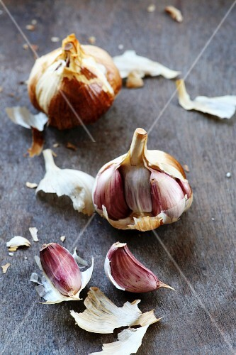 Smoked garlic on a wooden surface