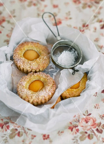 Mini apricot cakes with icing sugar