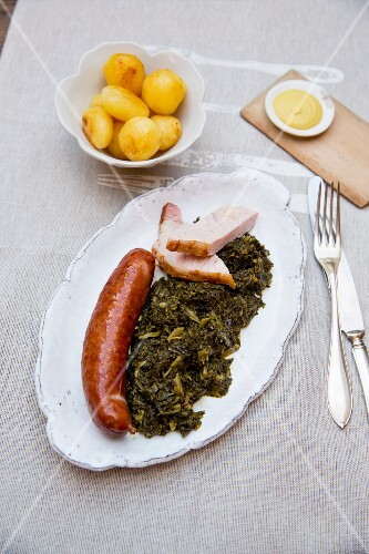 Kale with smoked pork and a sausage