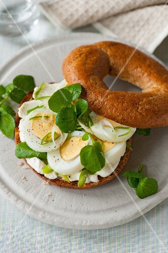 An egg and watercress bagel