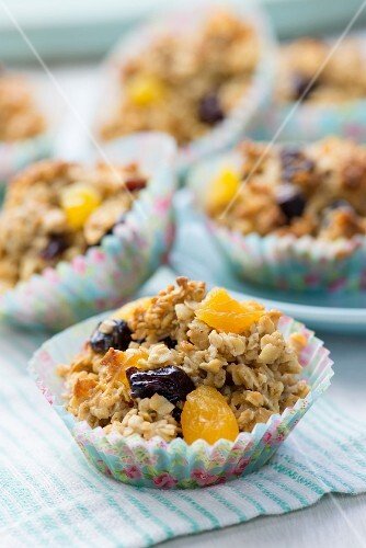 Oat cakes with dried fruits