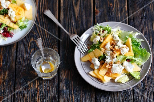Persimmon salad with gorgonzola, walnuts and a honey-mustard dressing