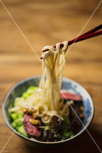 Beef with rice noodles, cucumber, peanuts and chillis with a lime dressing (Asia)