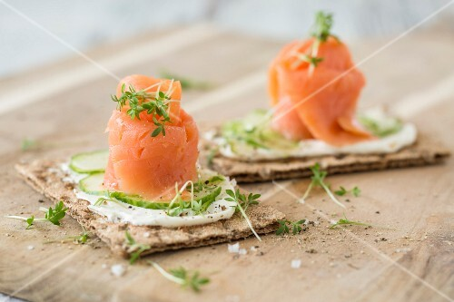 Crispbread topped with smoked salmon, cucumber and cress