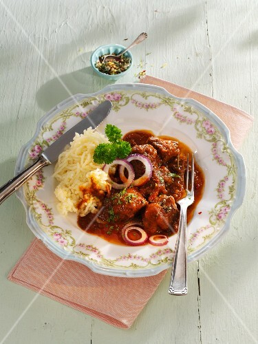 Juicy beef goulash with mashed potatoes