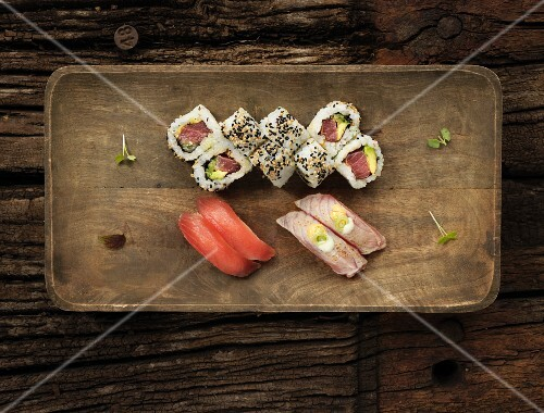 Sushi with tuna fish and sesame seeds