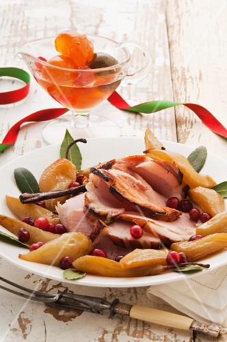 Ham with spiced pears and cranberries for Christmas
