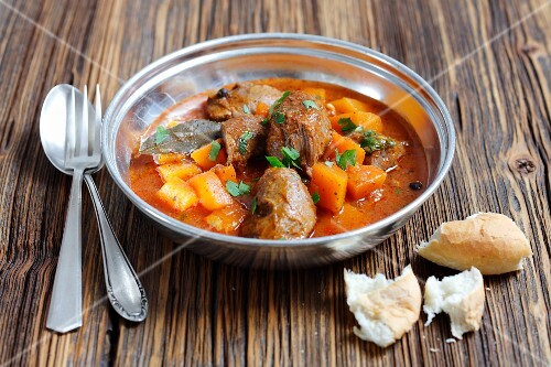 Braised pork cheeks with tomatoes and pumpkin