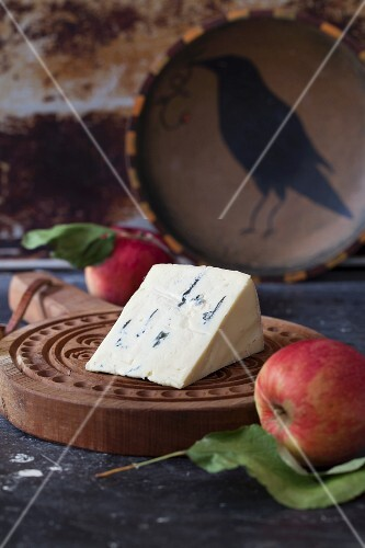 Blue cheese and fresh apples