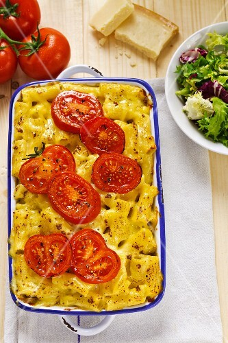 Macaroni bake with fresh tomatoes