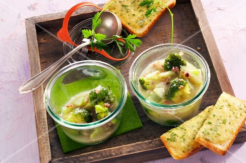 Broccoli soup with cheese toast