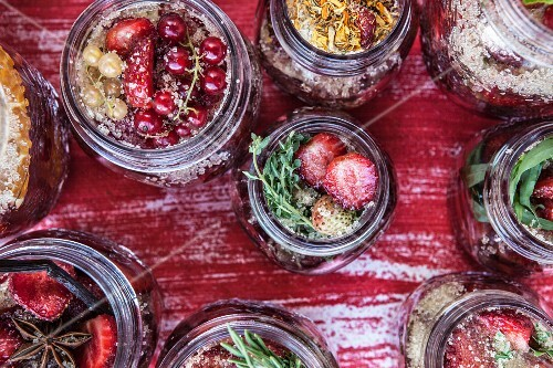 Spiced strawberries in jars