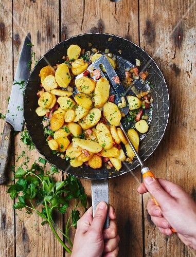 Fried potatoes with bacon and parsley