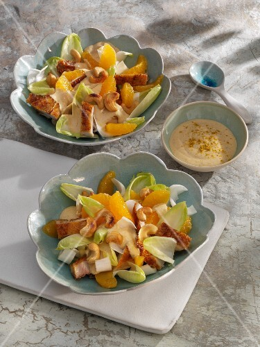Chicory and chicken salad with mandarin fillets and cashew nuts