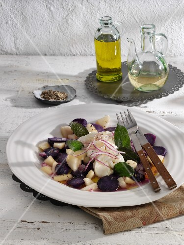 Purple potato salad with pears and sheep's cheese