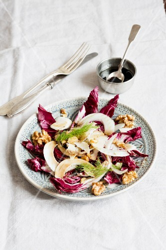 Radicchio and fennel salad with walnuts
