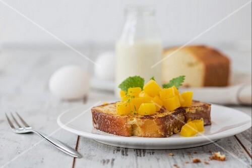Almond French toast with mango (low carb)