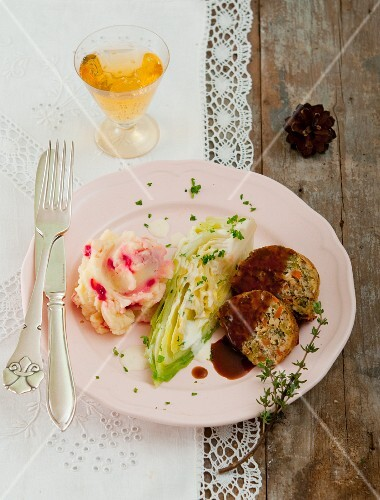 Nut loaf with mashed potato and beetroot, and pointed cabbage with lemon cream