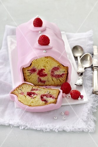 Raspberry cake with pink icing