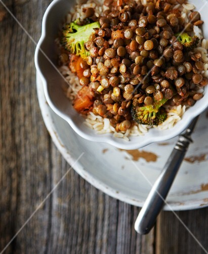 Lentil stew with carrots, broccoli and rice