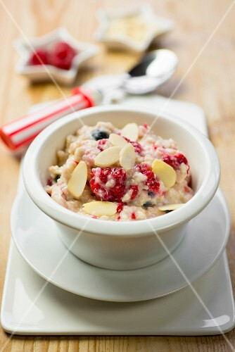 Porridge with berries and flaked almonds