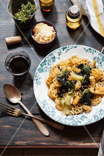 Wheel pasta with turnips, black olives and pine nuts