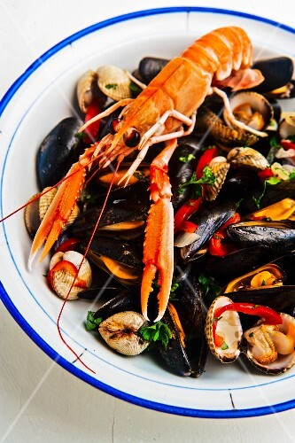 Mixed mussels with scampi