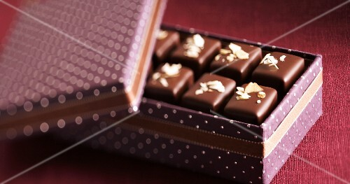 Nougat pralines in a polka dot box
