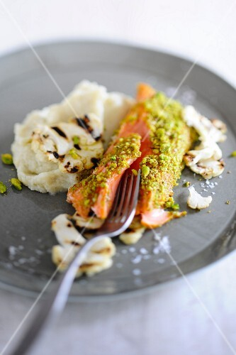 Salmon with pistachio nuts, cauliflower and mashed potatoes