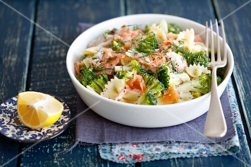 Farfalle with smoked fish (salmon and trout), broccoli and cream
