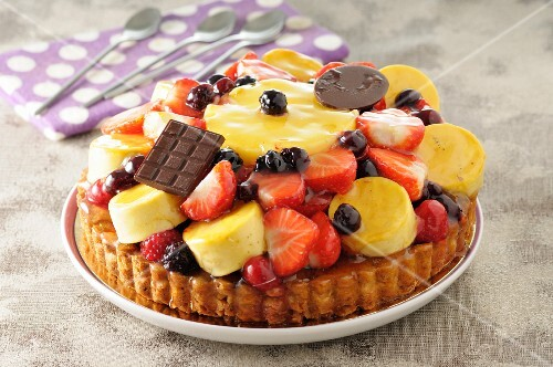 Fruit tart with chocolate