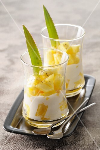 Pineapple cream with pieces of pineapple