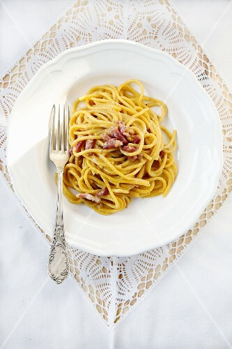 Spaghetti carbonara (seen from above)