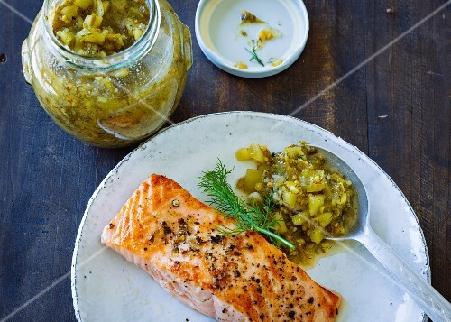 Cucumber and dill relish with fried salmon fillet