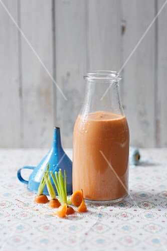 A cocoa and carrot smoothie with bananas
