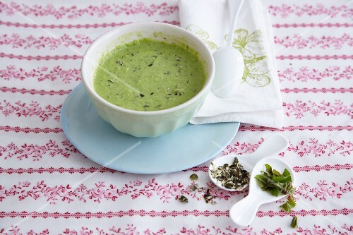 Pea sauce with avocado