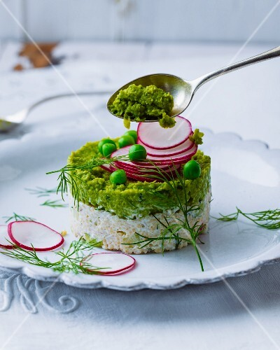 Green mint purée on radish couscous (vegetarian)