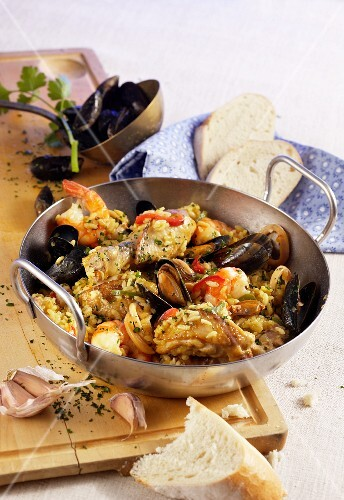 Paella Andaluz with chicken, beef, mussels and crustaceans
