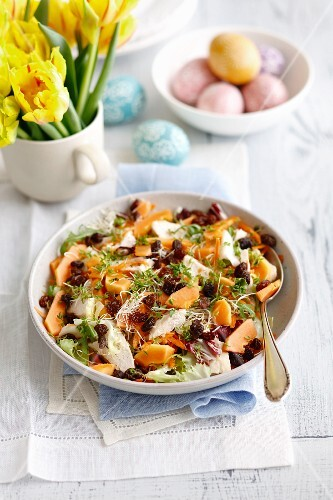 Papaya and chicken salad with raisins, beansprouts and carrots for Easter
