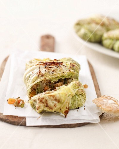 Grilled savoy cabbage parcels filled with lentils
