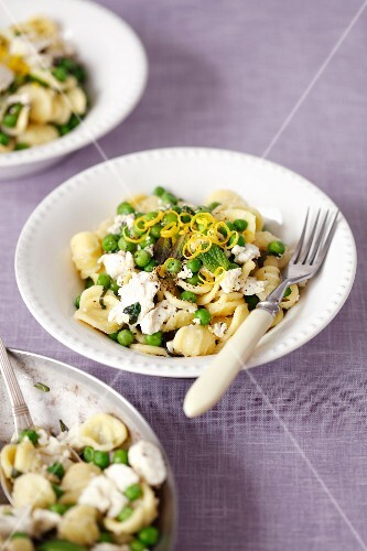 Orecchiette pasta with green peas, ricotta and mint