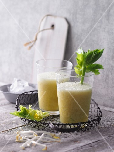 Orange and grapefruit smoothies with pineapples, celery and beansprouts