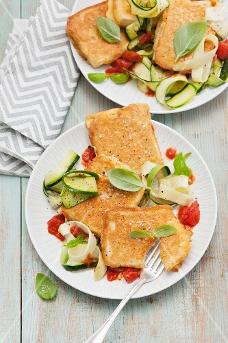 Breaded tofu with courgettes and tomatoes