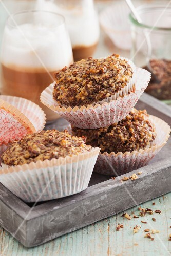Flaxseed and almond muffins with cinnamon and agave syrup
