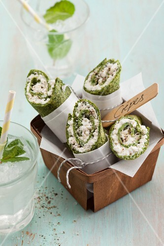 Vegetarian spinach crepes with coarse cream cheese