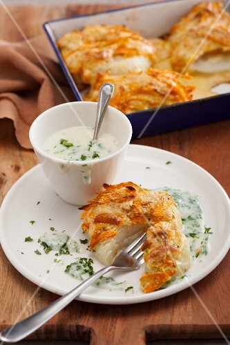 Crispy kohlrabi fritters with parsley sauce