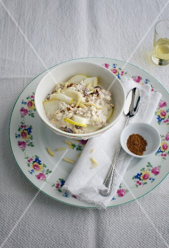 Bircher muesli with pears and flax seeds